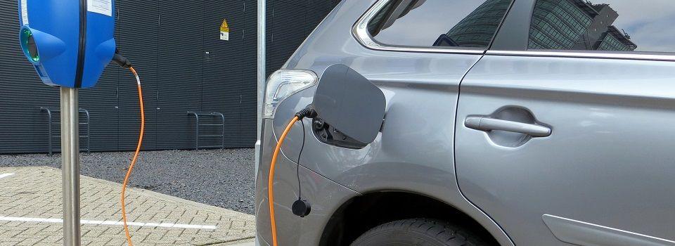 Lo que sabemos del próximo plan de ayudas al coche eléctrico y puntos de carga